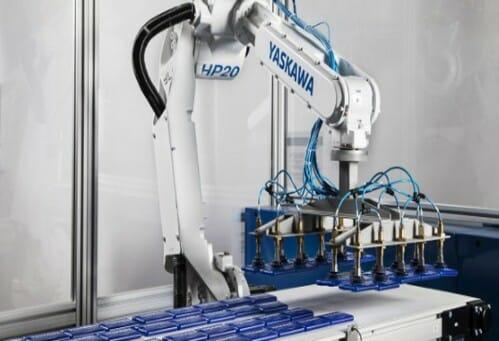 Robot bốc xếp hàng hóa Yaskawa